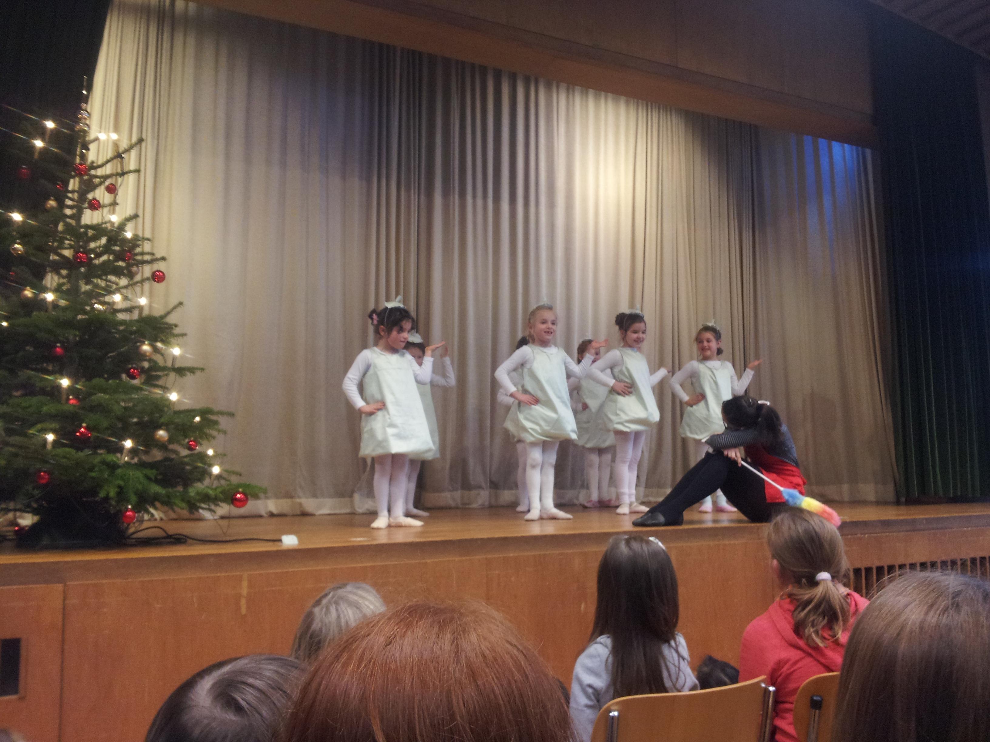Weihnachtsfeier Karlsruhe.Tanzauftritt Bei Der Weihnachtsfeier Des Bürgervereins Der Weststadt